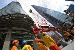 La Shanghai Tower devient la 2e plus haute tour du monde 6192900-une-tour-de-shanghai-devient-la-deuxieme-plus-haute-du-monde-300x199